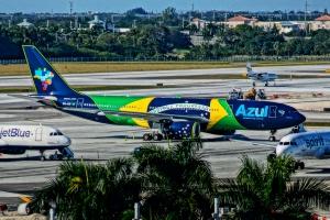 Azul_Linhas_Aereas_Airbus_A330-200_(PR-AIV)_at_FLL